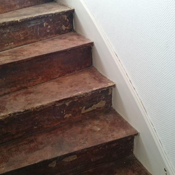 Escalier avec colle